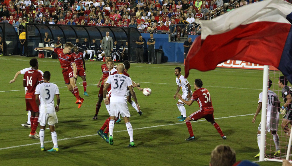 Walker Zimmerman heads home a goal following Mauro Diaz's corner kick in the first half of FCDvLA